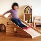 木製のすべり台